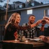 Tipps für die perfekte Dinnerparty am Sommerabend