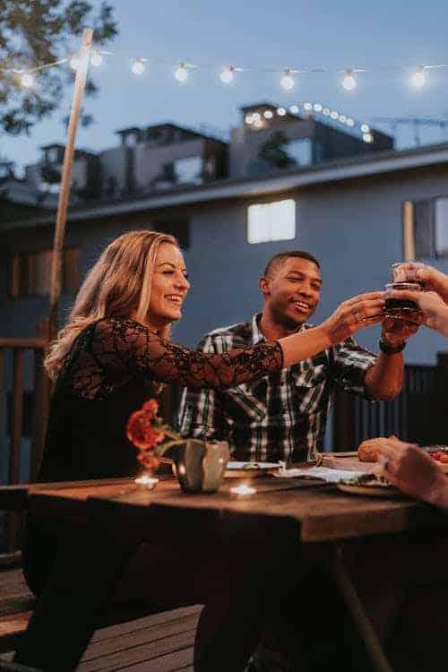 Wie bereite ich eine perfekte Dinnerparty an einem Sommerabend vor?
