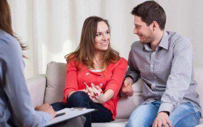 Eine persönliche Paarberatung kann als Konfliktlösung in einer Beziehungskrise helfen